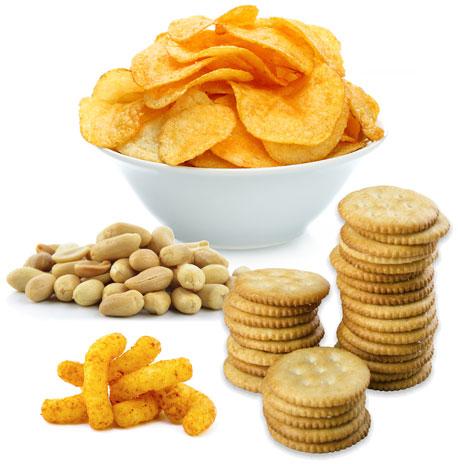 Chips, Erdnüsse, Cracker und Flips