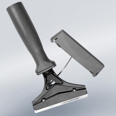 Glasschaber von Vermop auch um Etiketten und Aufkleber zu entfernen