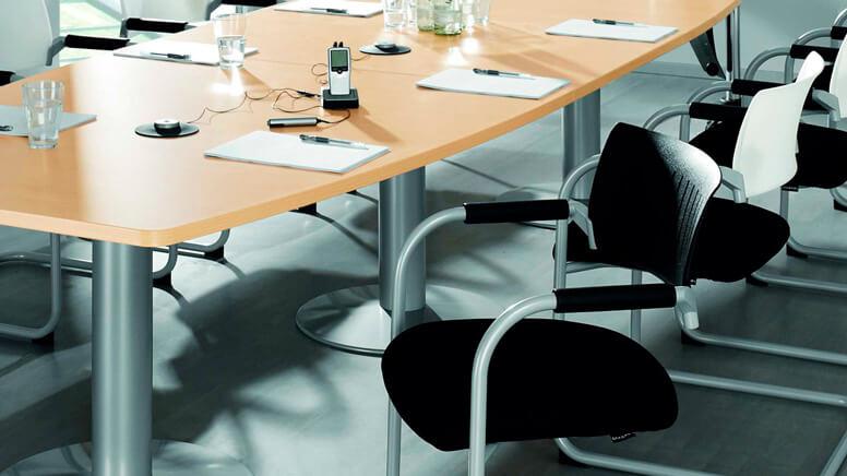 Schwarze Freischwinger Konferenzstühle mit Stoffbezug