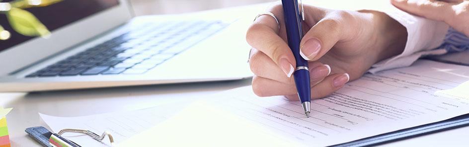 Kugelschreiber in der Hand