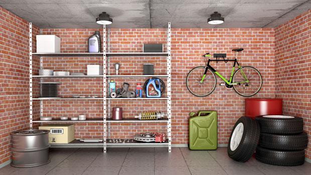 Lagerregal in einer Garage
