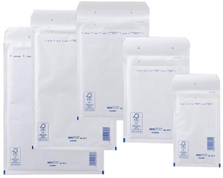 Verschiedene Formate einer weißen Luftpolsterversandtasche