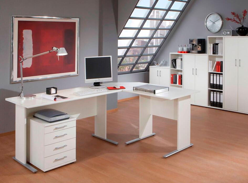 Voll eingerichtetes Büro mit Rollconatiner
