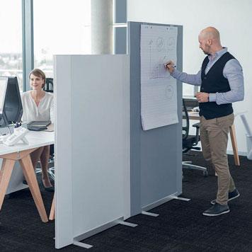 Funktionelle Trennwände fügen sich optimal in die Büroumgebung ein
