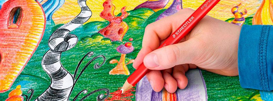 Zeichnung, die von Kind angefertigt wird