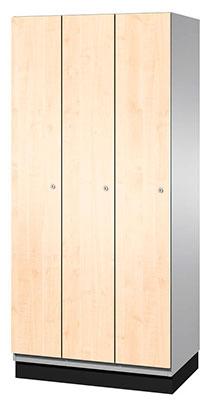 Spind aus Holz mit drei hochkanten Fächern